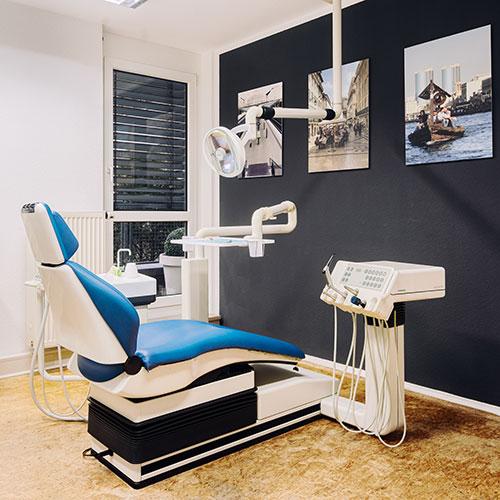 Team - Zahnarzt Nürnberg Erlenstegen - Dr. Reinhold Schiml - Praxis - behandlungszimmer