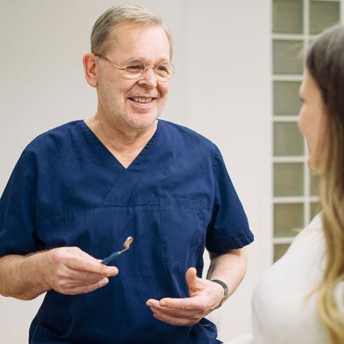 Team - Zahnarzt Nürnberg Erlenstegen - Dr. Reinhold Schiml - Praxis - Beratung